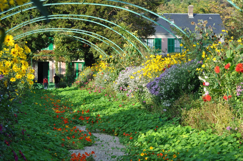 Главная аллея сада Клода Моне